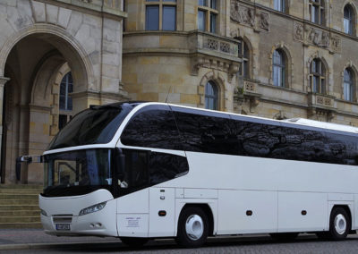 Cityliner VIP vor dem Rathaus von Hannover